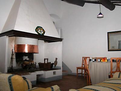 Agriturismo in toscana a 12 km da siena l 39 appartamento for Piccolo camino a gas per camera da letto